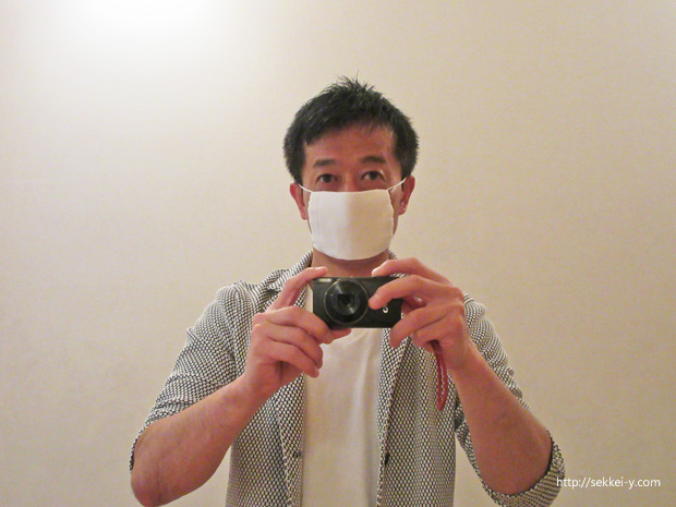 アベノマスクを装着する吉野聡