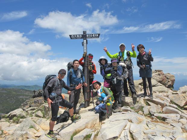 東天狗岳の山頂で記念写真