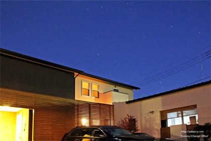 夜明け前の吉野聡建築設計室